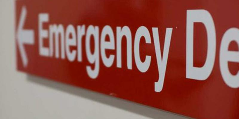 Emergency department sign on hospital wall